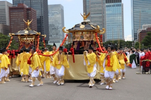 御鳳輦二基・宮神輿一基が駐輦祭