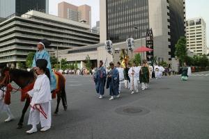 内幸町交叉点を渡る祭礼行列
